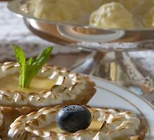 Citrus tartlet with thyme meringue h by Stefan Bau
