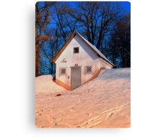 Small cottage in winter wonderland | architectural photography Canvas Print