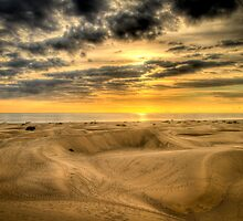 Maspalomas dunes in sunrise by Bård Ove Myhr
