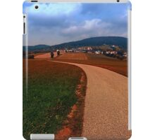 Road up to the mountains | landscape photography iPad Case/Skin