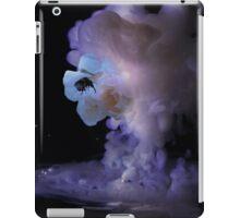 Milky romantic bumblebee rose iPad Case/Skin