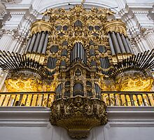 Golden Pipe Organ by Daniel Nahabedian
