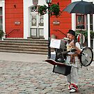 One man band - Tartu - Estonia by Arie Koene