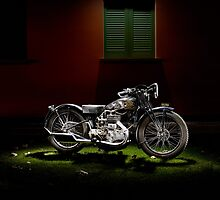 Gilera VL Lusso and Italian house by Frank Kletschkus