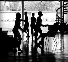 Everybody Dancing by Valentino Visentini