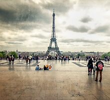 Eiffel Tower by saaton
