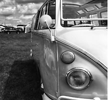 VW Bus by Mark  Swindells