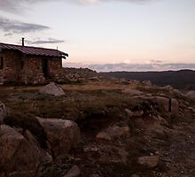 kosciuszko - Seamans Hut by Timothy Kenyon