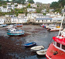 Polperro harbour and cottages by photoeverywhere