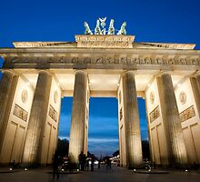 The Brandenburg Gate at night by photoeverywhere