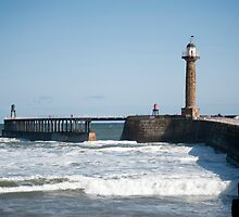 West navigation lighthouse at Whitby by photoeverywhere