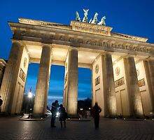 Brandenburg gate night by photoeverywhere