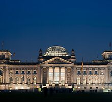 floodlit reichstag by photoeverywhere