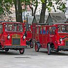 Stadtrundfahrt(s) In Red by phil decocco