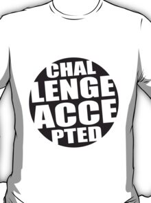 Rundes Challenge Accepted Logo T-Shirt