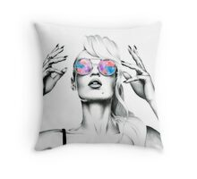 Iggy Azalea 2 Throw Pillow