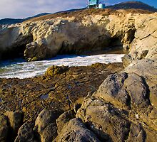 Lifeguard Tower on a Cliff by Malibu by damhotpepper
