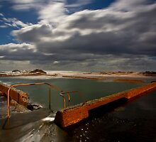 Tidal Pool Werri Beach by Andrew Bosman