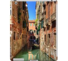 A canal in Sestiere di San Polo iPad Case/Skin