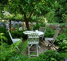 A Place To Relax And Enjoy A Bite To Eat by lynn carter