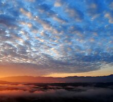 Smokey Mountain Sunrise by xonear
