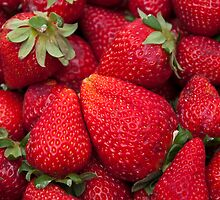 Color red strawberries by arnau2098