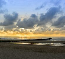 Beach in Domburg before sunset by 7horses