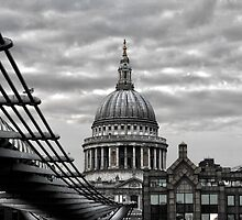 St Paul's Cathedral Monochrome by saramessenger