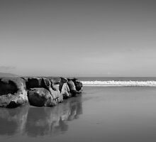 Rock at Drakes BW by littleoldhag