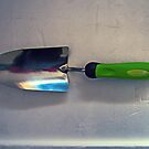 the green handled garden hand trowel for gardeners with green thumbs by Albert