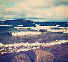 Waves On Lake Superior by perkinsdesigns