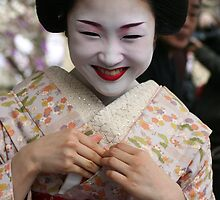 Smiling Maiko Katsuru 勝瑠 by Jenny Hall