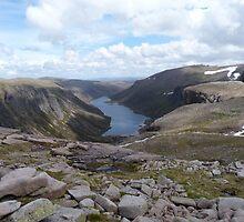 Loch Avon / Loch A'an by munros