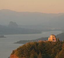 Vista House   Columbia River Gorge by Randy Richards