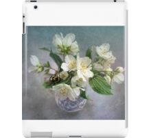 Mock Orange Blossoms Bouquet with Bumble Bee iPad Case/Skin