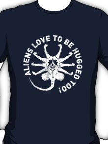 Aliens love to be hugged too! T-Shirt