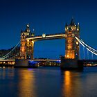 Tower bridge at dusk  by Andrea Rapisarda