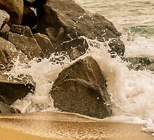 Rocks against water  by DavidCucalon