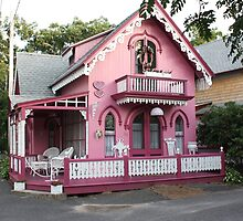Pink house. by ryannenoelle