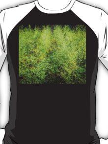 This world needs a bit more green. T-Shirt