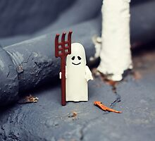 ::: { THE HALLOWEEN GHOST } ::: by Lucia Fischer