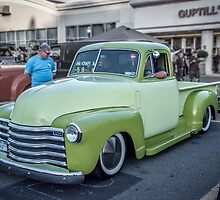 Two Tone Chevy by barkeypf