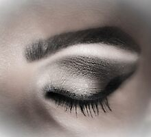 Eye makeup in shades of gray by GemaIbarra