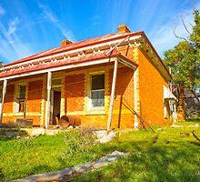 Old farm house..... seen better days.. by mitpjenkeating