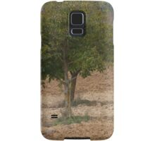 one tree in the hilly landscape Samsung Galaxy Case/Skin