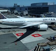 United Airlines Boeing 787 at San Francisco by Jamie Baldwin