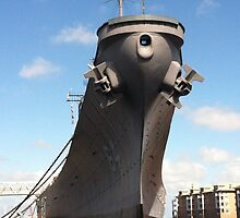 USS Wisconsin from the Front by GavrielDeath