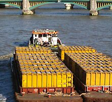 Load-pulling barge, River Thames by lightworks