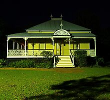 Wynnum Shire Clerk's Cottage by Wayne  Nixon