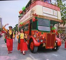 Adelaide Christmas Pageant 2014 London Bus 17 by Heather Dart